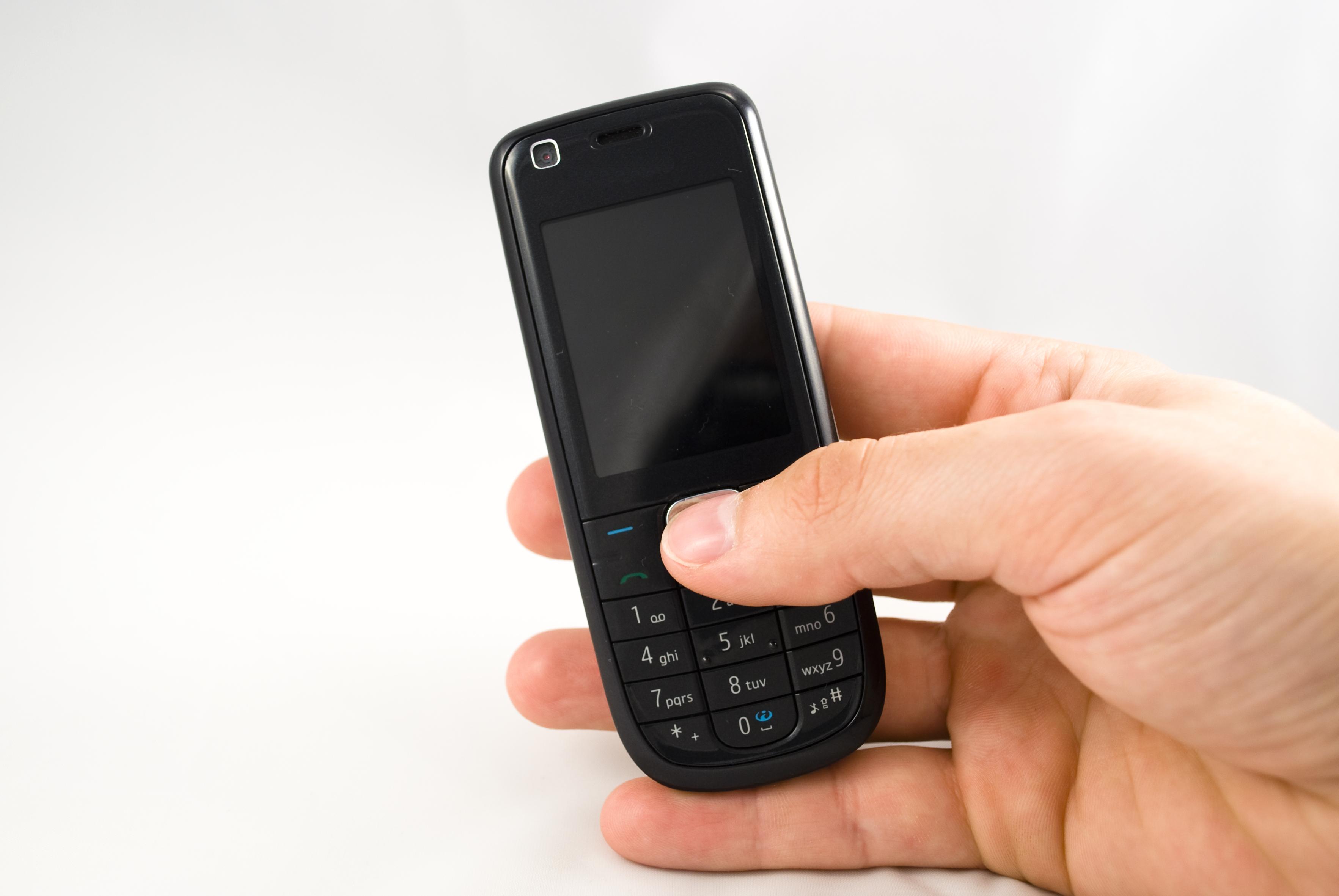 Polacy coraz chętniej korzystają z bankowości mobilnej