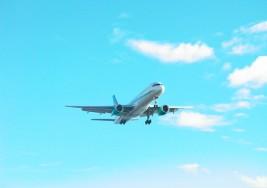 Polscy turyści coraz chętniej jako środek lokomocji wybierają samolot