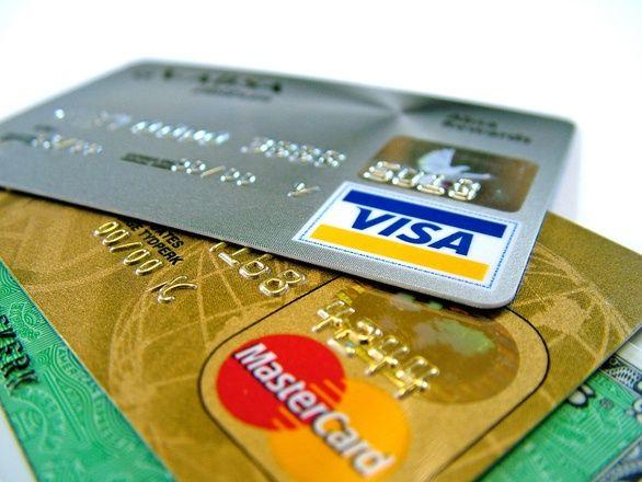 W portfelach Polaków jest coraz mniej kart kredytowych
